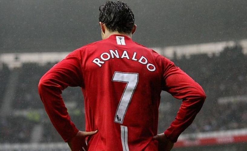 Кристиано Роналдо в Манчестър Юнайтед: Какво стои зад МЕГА ТРАНСФЕРА?